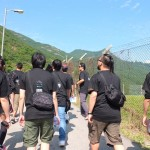 The company is split up into teams and the hike begins